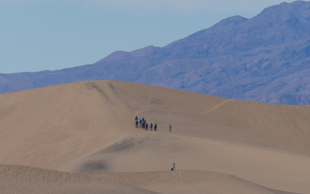 photographers-on-sand-dunes