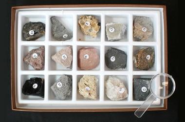 Bộ đồ đá