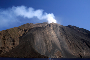 Stromboli Volcano, Italy: Map, Facts, Eruption Pictures