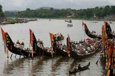 Snake boat race. Image from www.calendarlabs.com