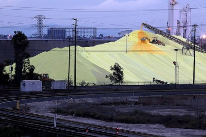 Sulfur mound at the port. Image from latimesblogs.latimes.com