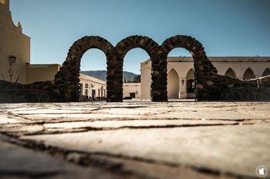 Place principale de Cachi et ses trois arches