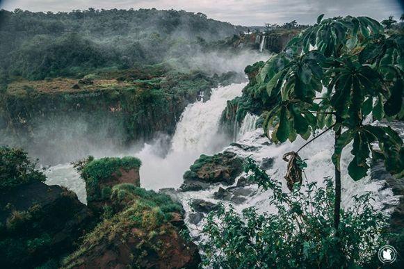 Autre vue sur les chutes d'Iguazu en Argentine