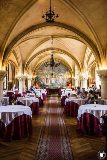 Manger au restaurant de l'Abbaye des Vaux de Cernay, La table du prieur