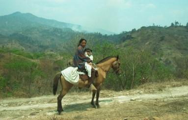 Indígena a caballo