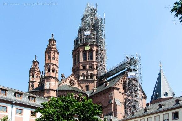 Mainzer Dom mit Gerüst am Westturm - Bild Nr. 201307071583