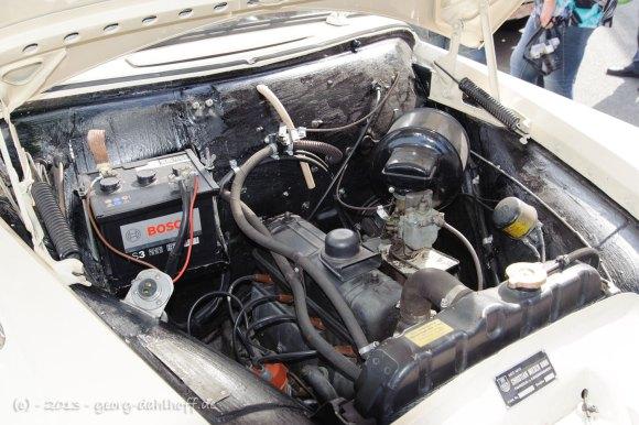 Motorraum des Opel Olympia Krankenwagens - Bild Nr. 201307140176