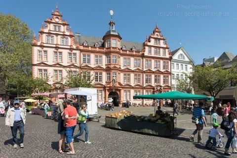 Liebfrauenplatz und Gutenberg-Museum - Bild Nr. 201605070179