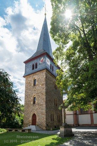 Mittelalterlicher Wehrturm als Turm der Simultankirche in Bechtolsheim - Bild Nr. 201607304823