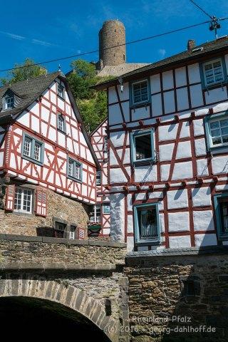 Monreal: Fachwerkhäuser und Löwenburg - Bild Nr. 201608074940