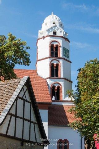 Turm der Ev. Kirche in Dittelsheim-Heßloch - Bild Nr. 201608150644