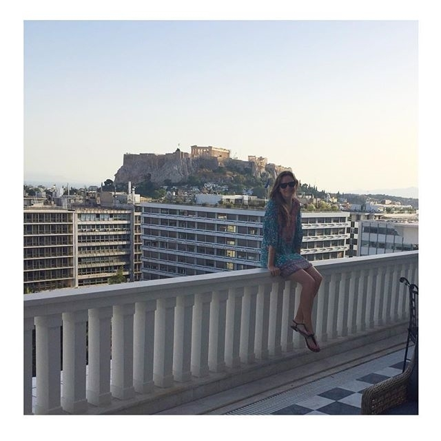 Argggh. Danielle Panabaker in Athens. She's cute. So close, and yet so far away… regram @dpanabaker A room with an incredible view! Thank you @hotelgrandebretagne for a lovely stay in Athens @theluxurycollection #caitlinsnow #theflash #daniellepanabaker  #greece #parthenon #hotelgrandebretagne