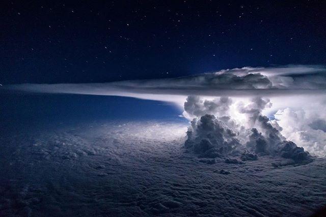 Jaw dropping shot! A thunderstorm cloud. regram @santiagoborja CB anyone?