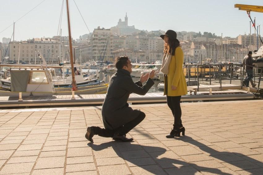 une Séance photos d'engagement entre Marseille et Cassis
