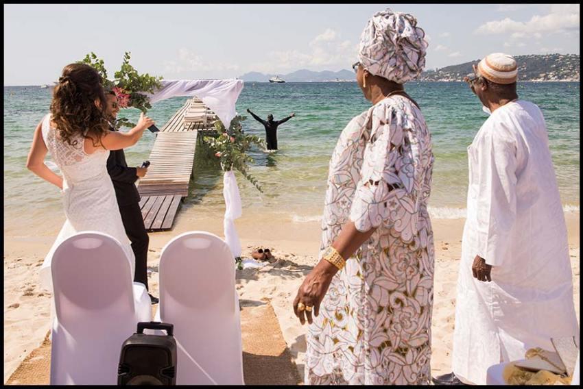 Un mariage sur la plage French Riviera à Antibes - Juan.les.Pins