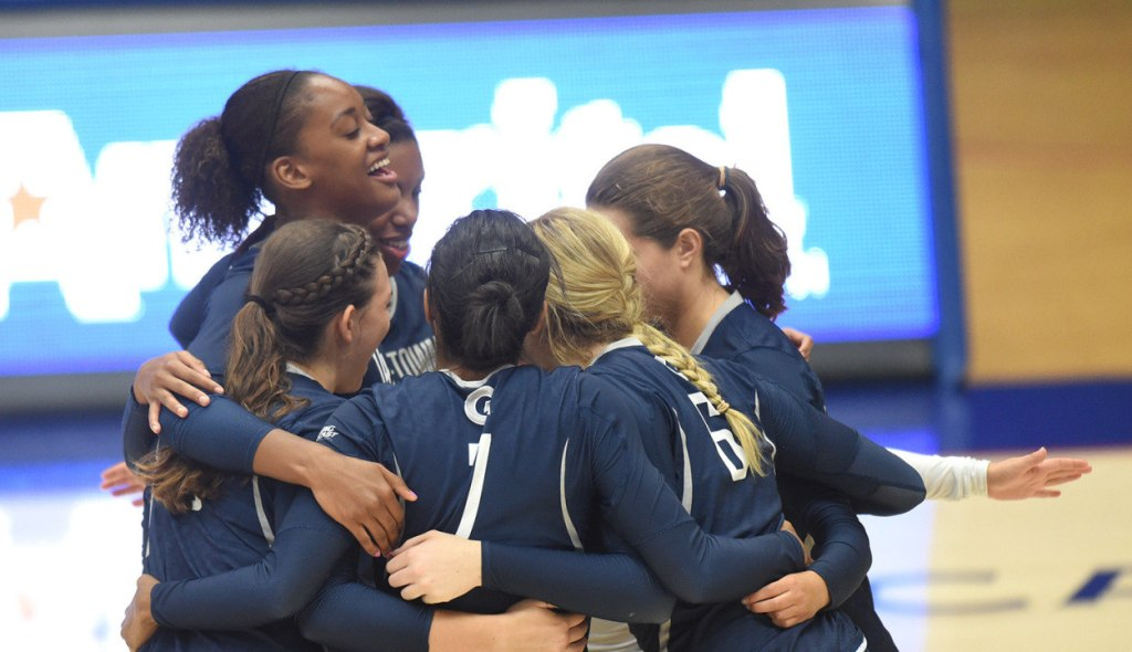 Getting Tropical: Women's volleyball finishes 1-2 in Stetson/USF Invitational