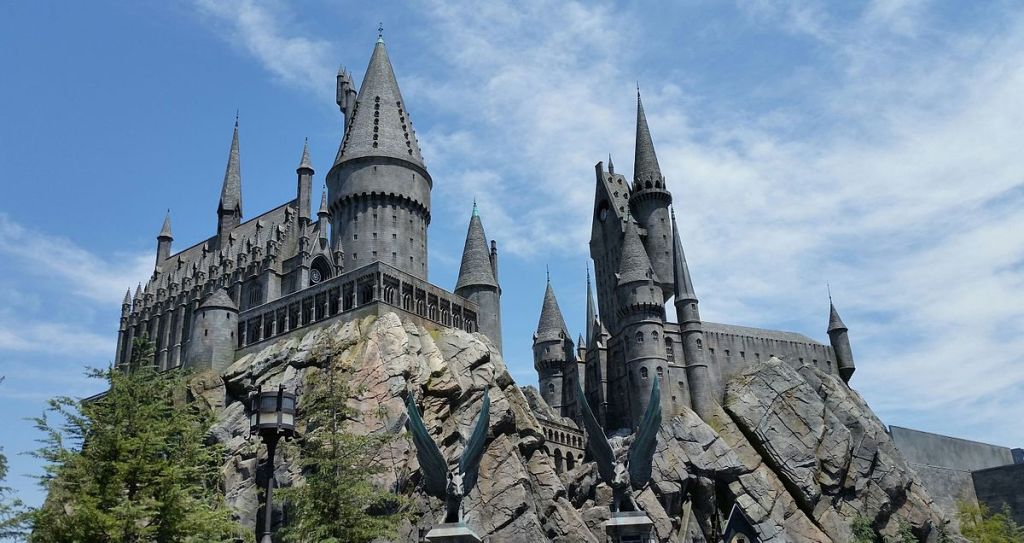 "Wizarding World's ""Diagon Alley"" Misses the Standard of Original ""Hogsmeade"""