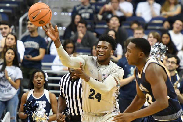 Escaping the web: Men's basketball holds on at Richmond to stay undefeated