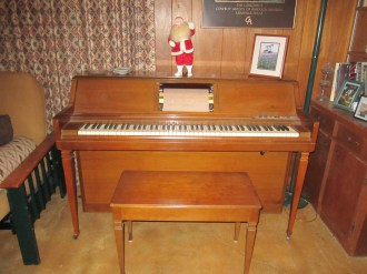 Yes, this is a player piano.