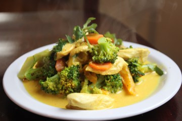 Chicken Broccoli Curry with Mango