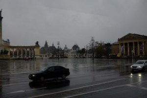 Heroes' Square in the rain