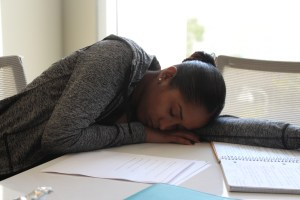 Students like Gabrielle Hernandez, a senior psychology major, attempts to balance studying while catching up on a sleep schedule. Photo by: Ralph Hernandez