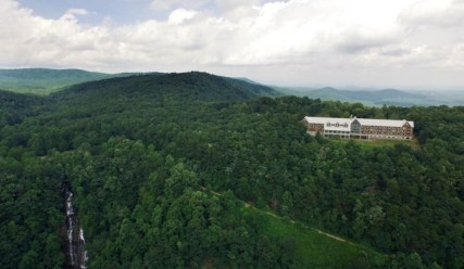 Amicalola-Falls-Adventure-Lodge-Photos-Videos-Accommodations-22-740x430