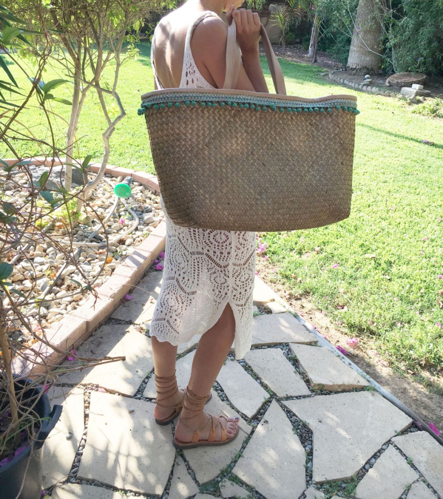 Indiana straw bag green pompoms 2