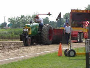 Thumb Tractor Pullers pulling at the 2010 Gera Old Tractor Days