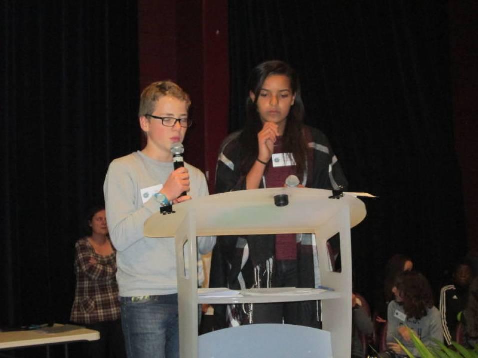 Les membres du conseil municipal des jeunes étaient chargés de remettre les récompenses