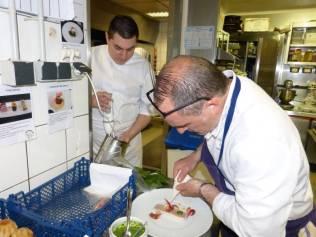 Le chef Thierry Longo et son second Patrice Paya au 1er plan
