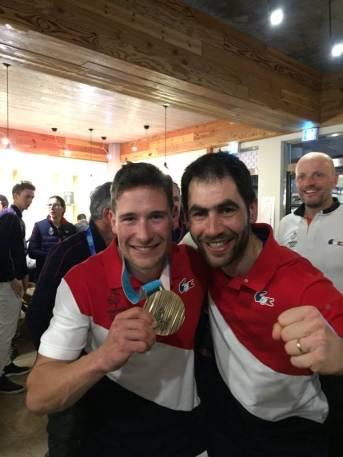 Guillaume et Adrien avec la médaille au club France