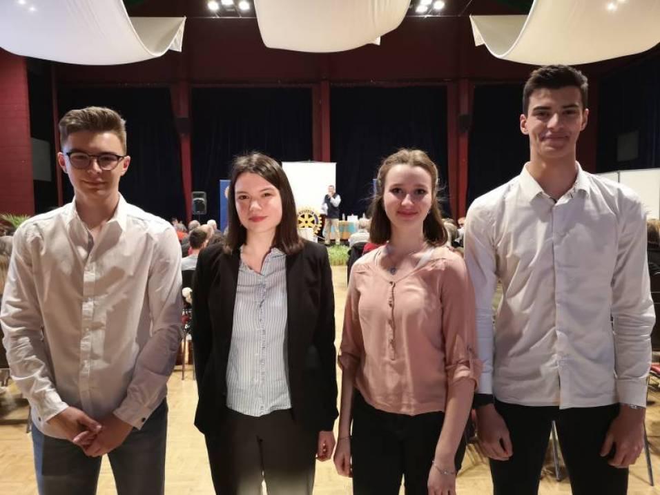 Les 4 lycéens avec à gauche l'équipe spinalienne et à droite le duo déodatien.