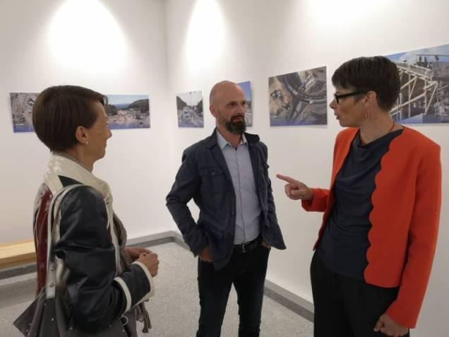 L'architecte V. Goujard en compagnie de certains de ses collaborateurs sur ce projet.