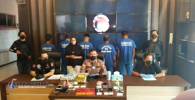 Kapolres Karimun AKBP Muhammad Adenan, SIK didampingi Kasat Narkoba Iptu Elwin Keristanto