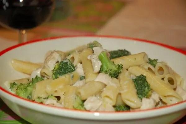 penne met kip, broccoli en kaas