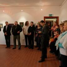 kiállítás megnyitó közönség