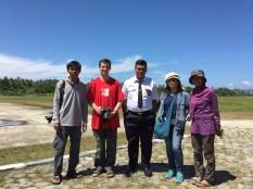 Foto bersama Pak Irwan Safyun di Bandara Buli. Kredit: Avivah Yamani
