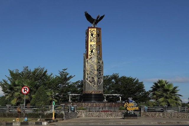 Tugu Cinta Damai di pusat kota Tanjung Selor, Kabupaten Bulungan. Kredir: Ezagren / WikiMedia