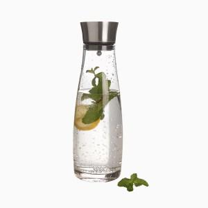 waschbaer glazen karaf water