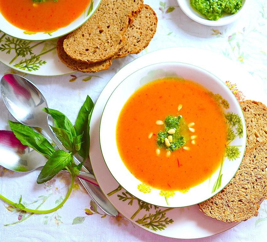 Тиквена супа с песто
