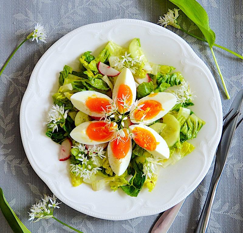 Пролетна салата с яйца