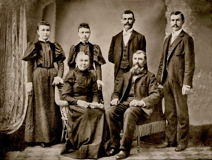 Sophie and Johann Nieman with children L-R Alvina, Augusta, Charles & John