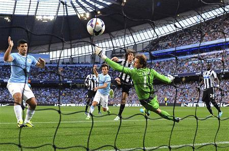 Manchester City's David Silva (C) heads to score against Newcastle United during their English Premier League football match at the Etihad Stadium in Manchester, northern England, August 19, 2013. REUTERS/Nigel Roddis