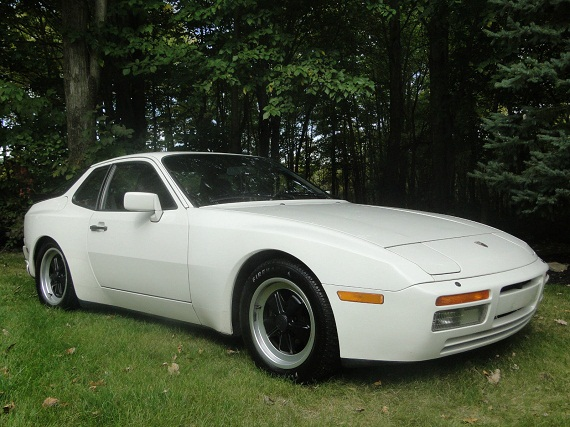 black or white 1986 porsche 944 turbo face off german cars for sale blog. Black Bedroom Furniture Sets. Home Design Ideas