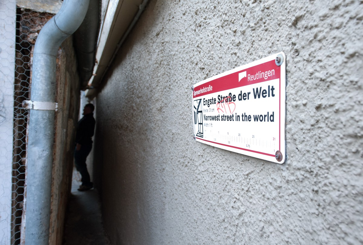 Travel Tuesday: The World's Narrowest Street