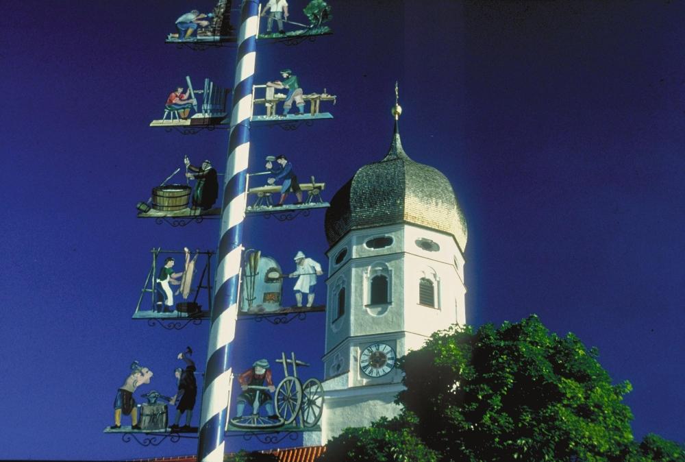 Germany Holidays: The village maypole - Germany is Wunderbar