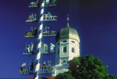 Kirchturm Erling with maypole