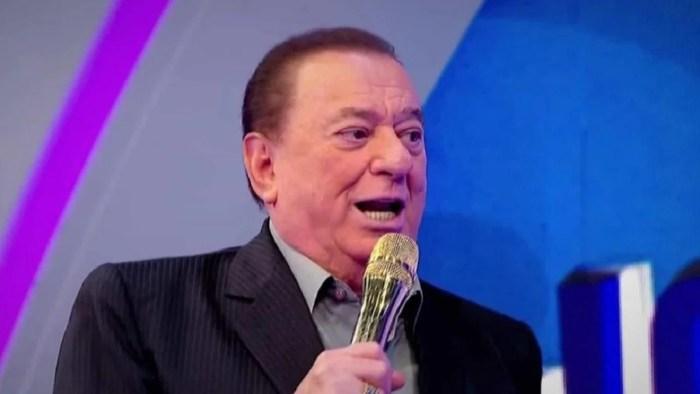 Raul Gil em seu programa, que teve gravações paralisadas (Foto: Reprodução/SBT)