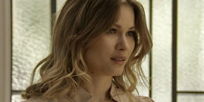 Jéssica (Karen Junqueira) fingirá aceitar Shirlei (Sabrina Petraglia) em Haja Coração (Foto: Reprodução/Globo)